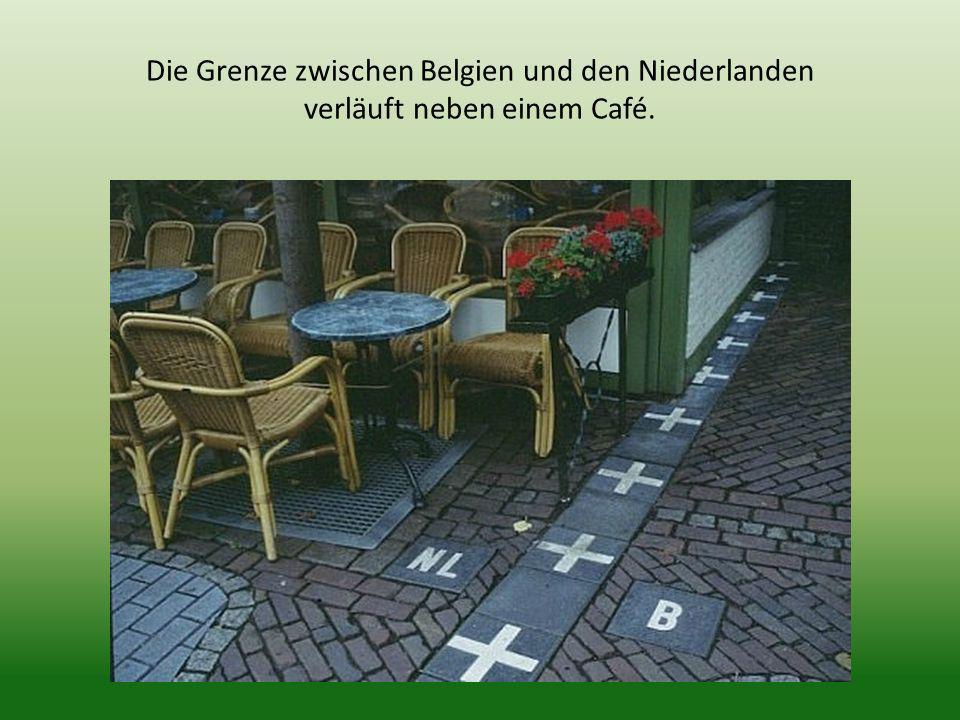 Die Grenze zwischen Belgien und den Niederlanden verläuft neben einem Café.
