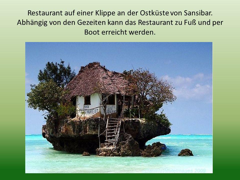 Restaurant auf einer Klippe an der Ostküste von Sansibar