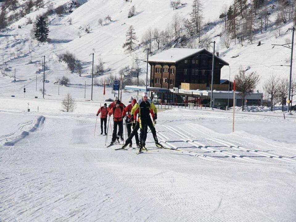 Klassenlehrer Skilanglauf beim Aufstieg nach Münster (Obergoms)