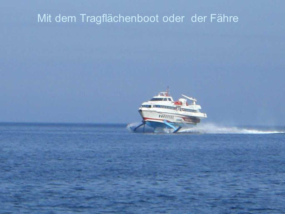 Mit dem Tragflächenboot oder der Fähre
