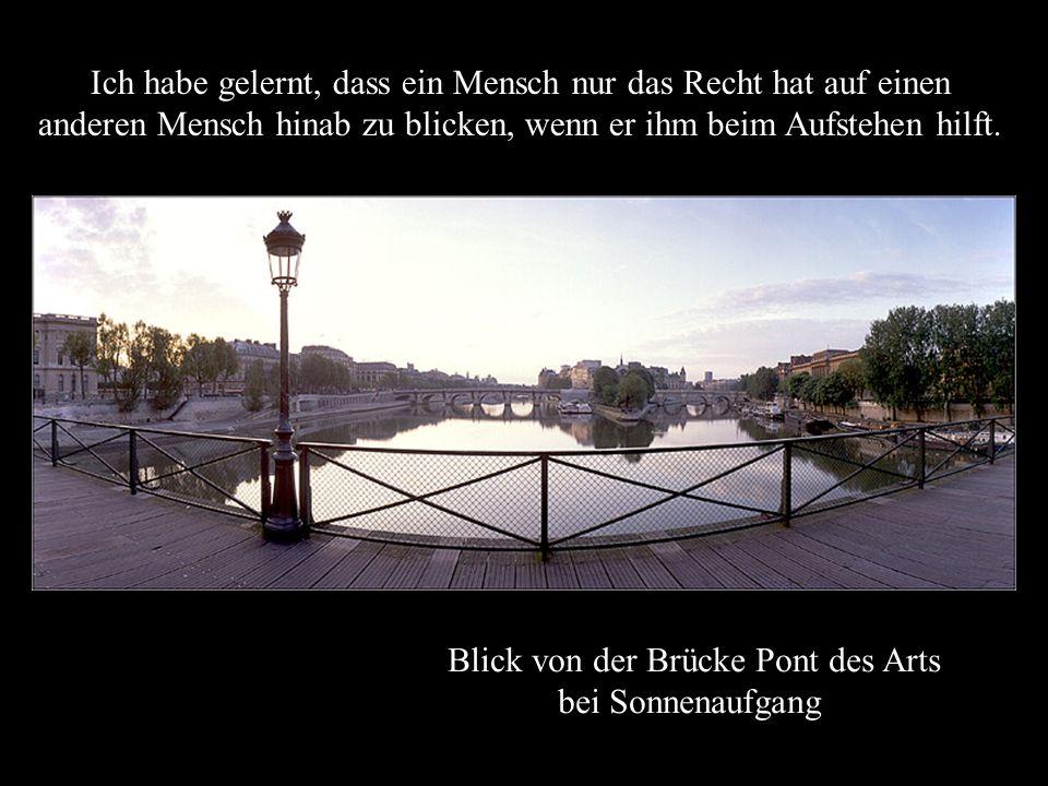 Blick von der Brücke Pont des Arts bei Sonnenaufgang