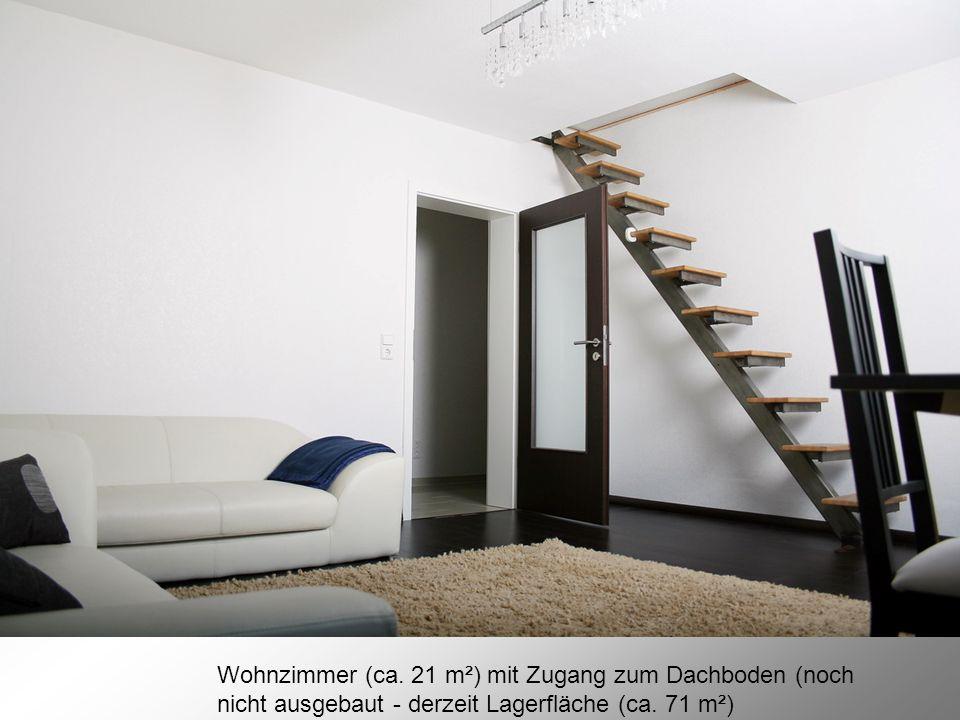 Wohnzimmer (ca. 21 m²) mit Zugang zum Dachboden (noch nicht ausgebaut - derzeit Lagerfläche (ca.
