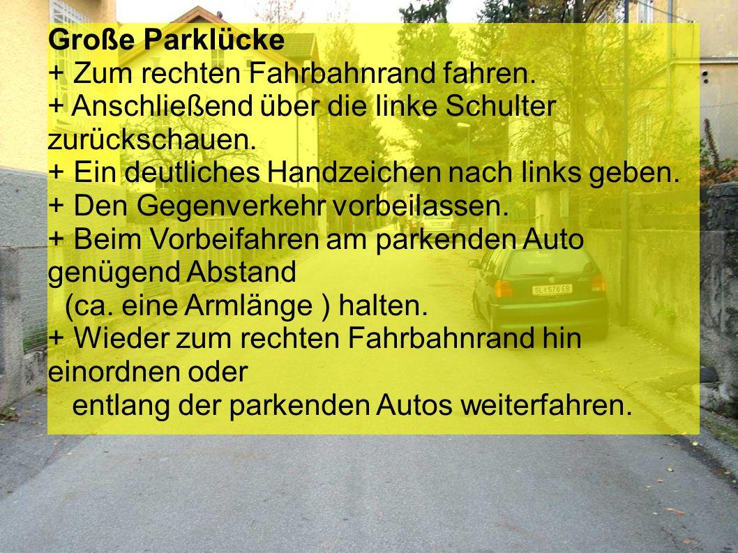 Große Parklücke + Zum rechten Fahrbahnrand fahren. + Anschließend über die linke Schulter zurückschauen.