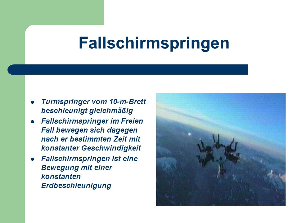 Fallschirmspringen Turmspringer vom 10-m-Brett beschleunigt gleichmäßig.