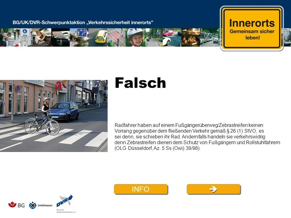 Falsch Radfahrer haben auf einem Fußgängerüberweg/Zebrastreifen keinen. Vorrang gegenüber dem fließenden Verkehr gemäß § 26 (1) StVO, es.