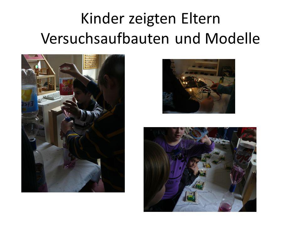 Kinder zeigten Eltern Versuchsaufbauten und Modelle