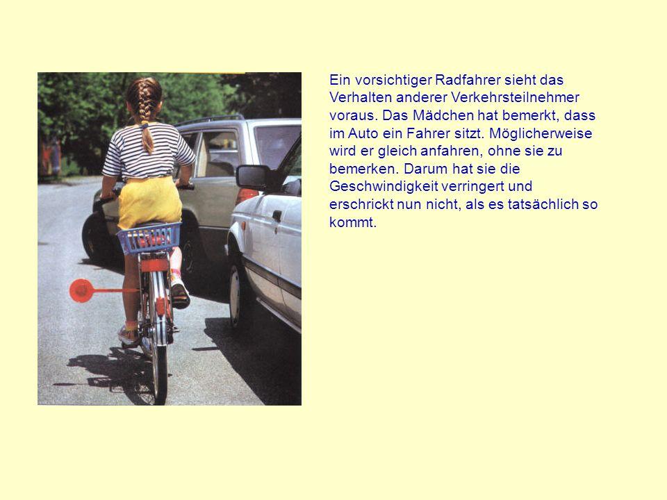 Ein vorsichtiger Radfahrer sieht das Verhalten anderer Verkehrsteilnehmer voraus.