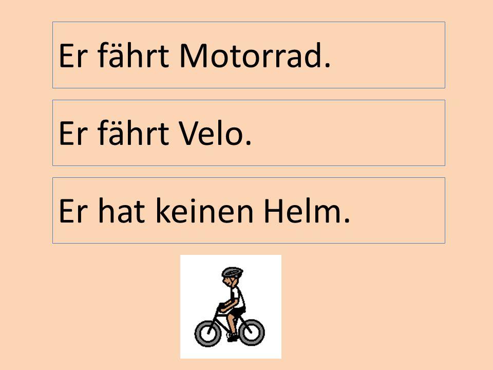 Er fährt Motorrad. Er fährt Velo. Er hat keinen Helm.