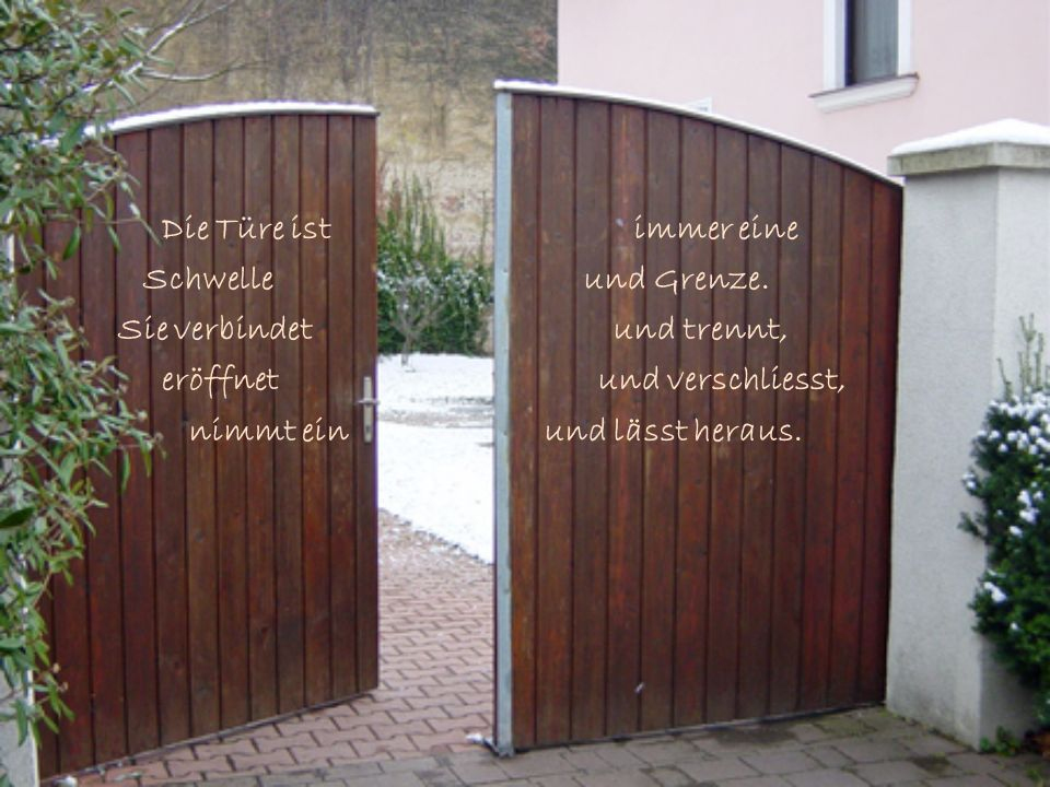 Die Türe ist immer eineSchwelle und Grenze.