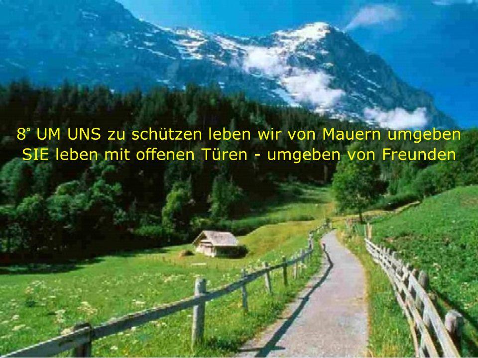 8° UM UNS zu schützen leben wir von Mauern umgeben SIE leben mit offenen Türen - umgeben von Freunden