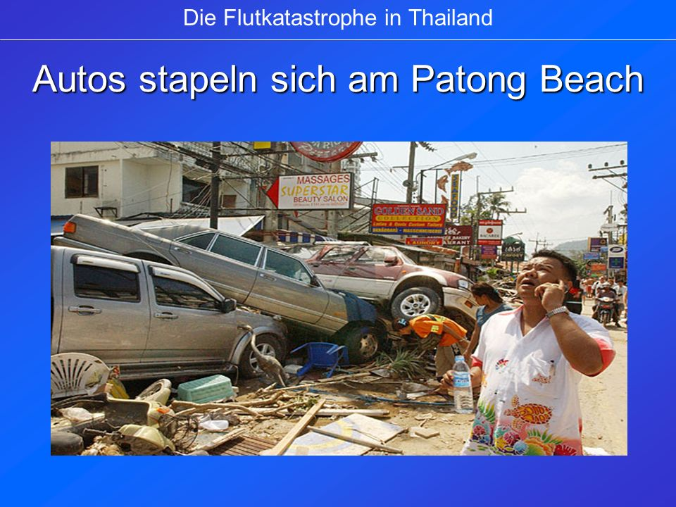 Autos stapeln sich am Patong Beach