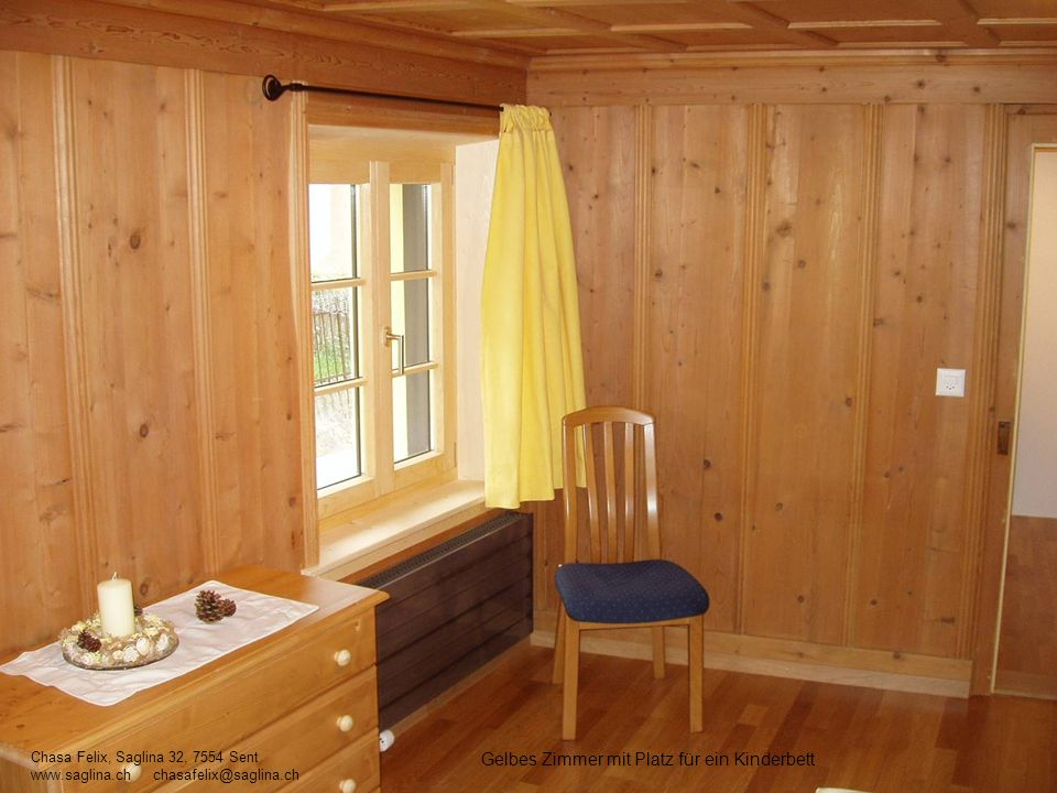 Gelbes Zimmer mit Platz für ein Kinderbett