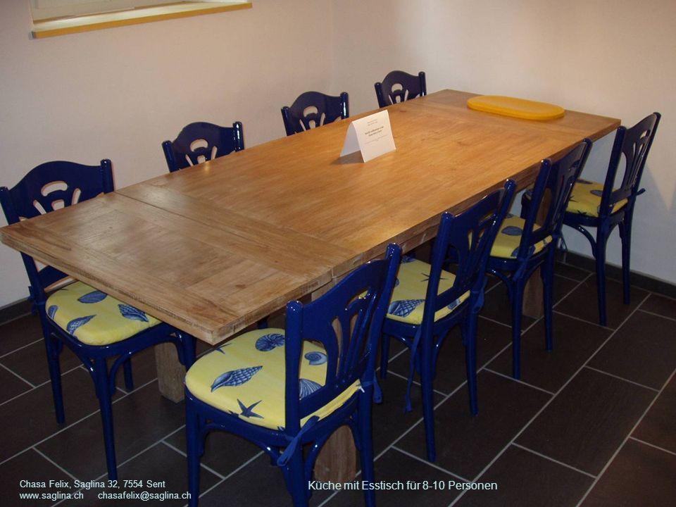 Küche mit Esstisch für 8-10 Personen