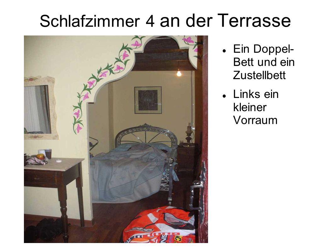 Schlafzimmer 4 an der Terrasse
