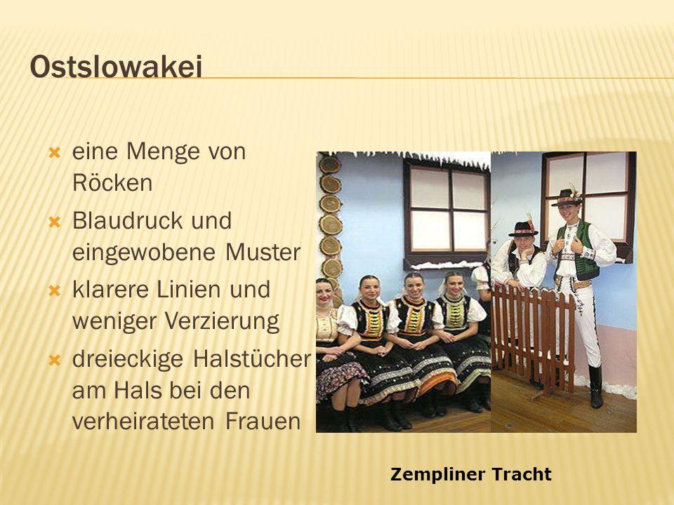 Ostslowakei eine Menge von Röcken Blaudruck und eingewobene Muster