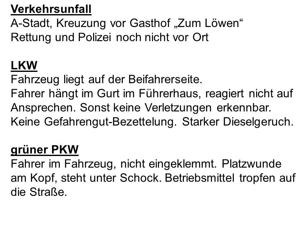 """Verkehrsunfall A-Stadt, Kreuzung vor Gasthof """"Zum Löwen Rettung und Polizei noch nicht vor Ort. LKW."""