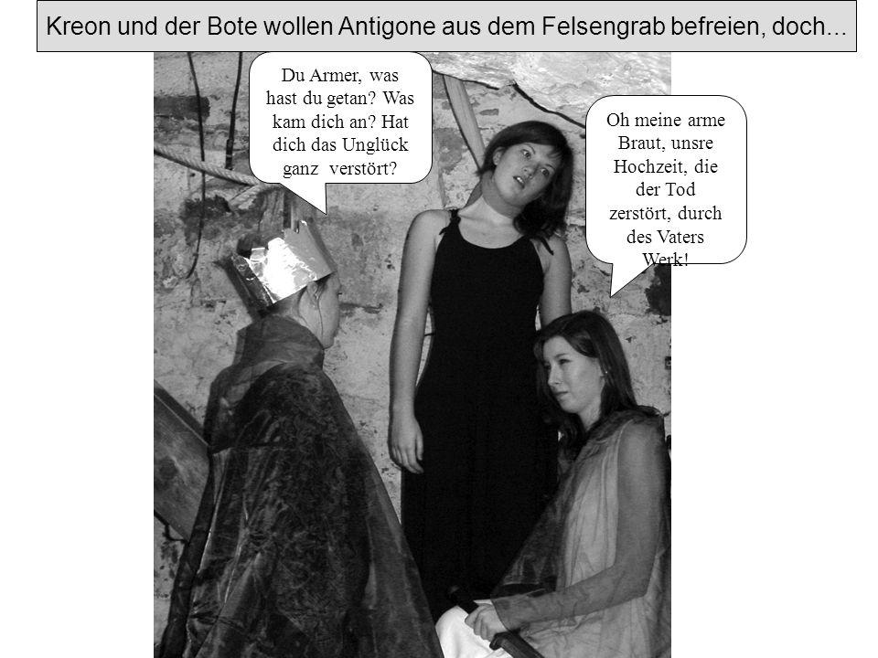 Kreon und der Bote wollen Antigone aus dem Felsengrab befreien, doch...