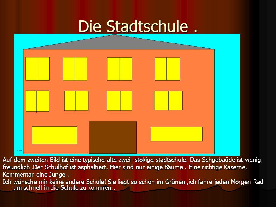Die Stadtschule . Auf dem zweiten Bild ist eine typische alte zwei -stökige stadtschule. Das Schgebaűde ist wenig.