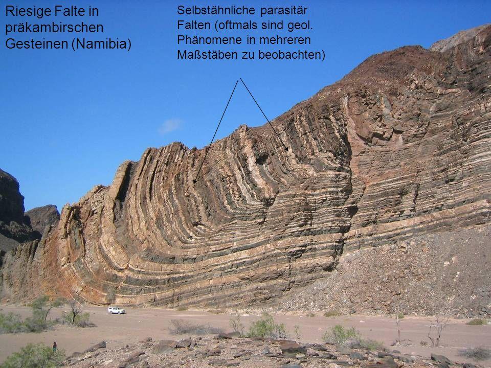 Riesige Falte in präkambirschen Gesteinen (Namibia)