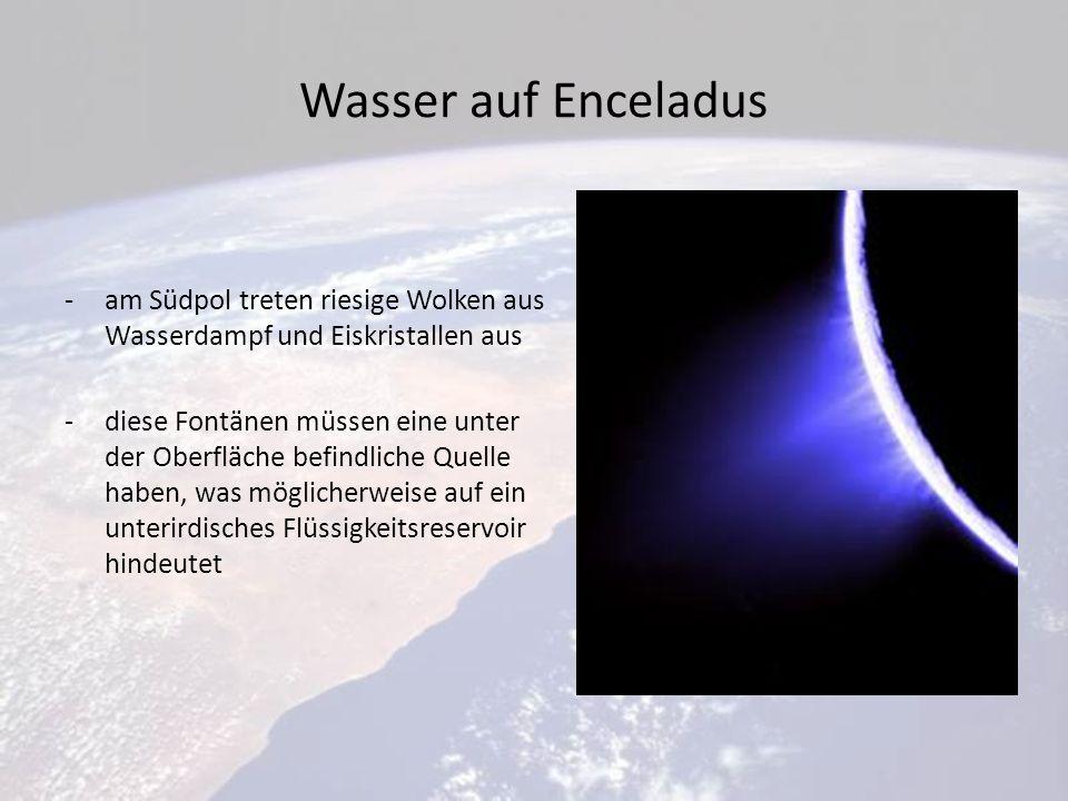 Wasser auf Enceladus am Südpol treten riesige Wolken aus Wasserdampf und Eiskristallen aus.