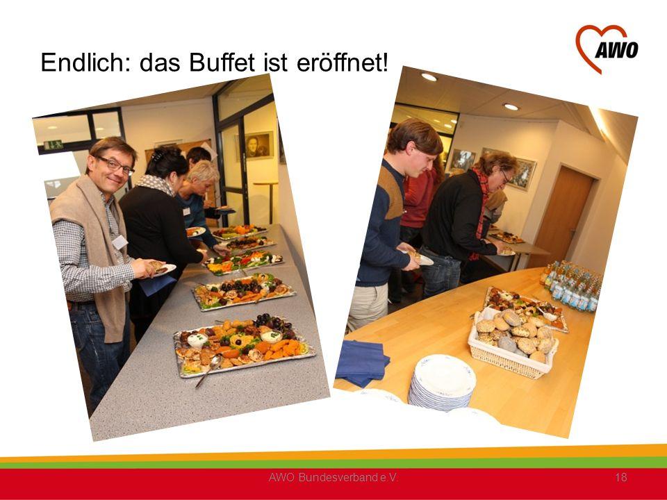 Endlich: das Buffet ist eröffnet!