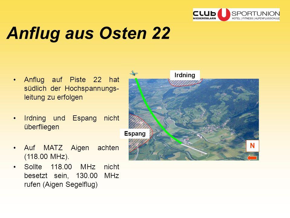 Anflug aus Osten 22 Irdning. Anflug auf Piste 22 hat südlich der Hochspannungs-leitung zu erfolgen.