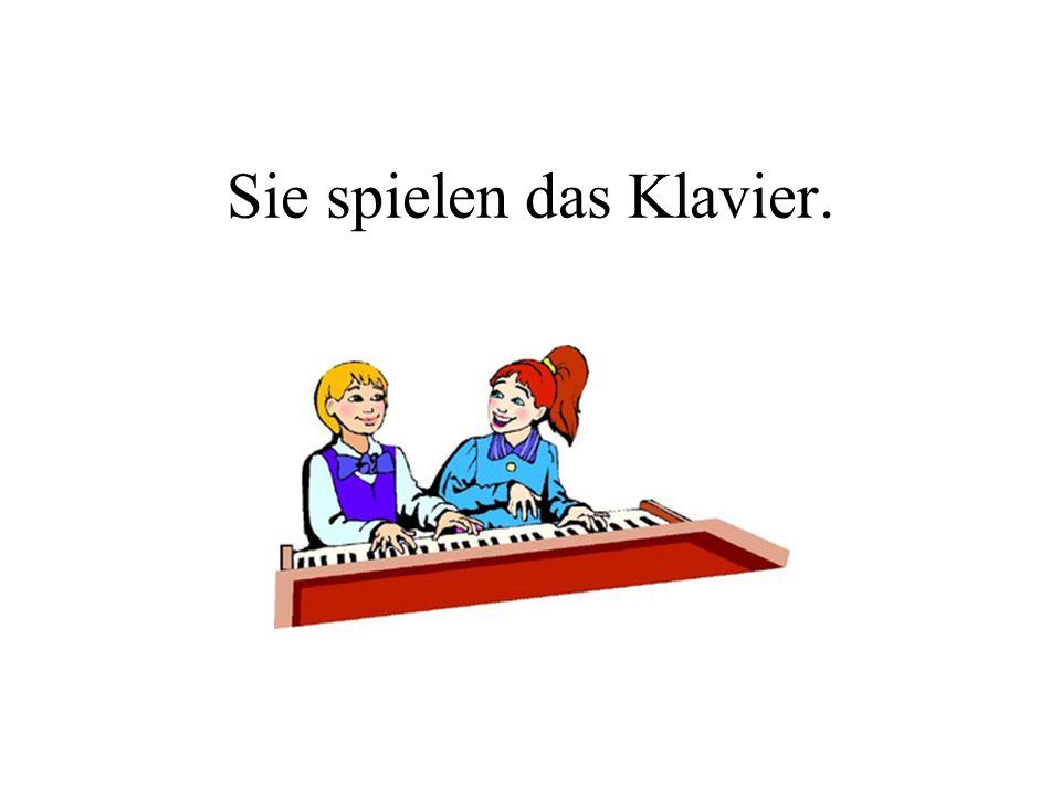 Sie spielen das Klavier.
