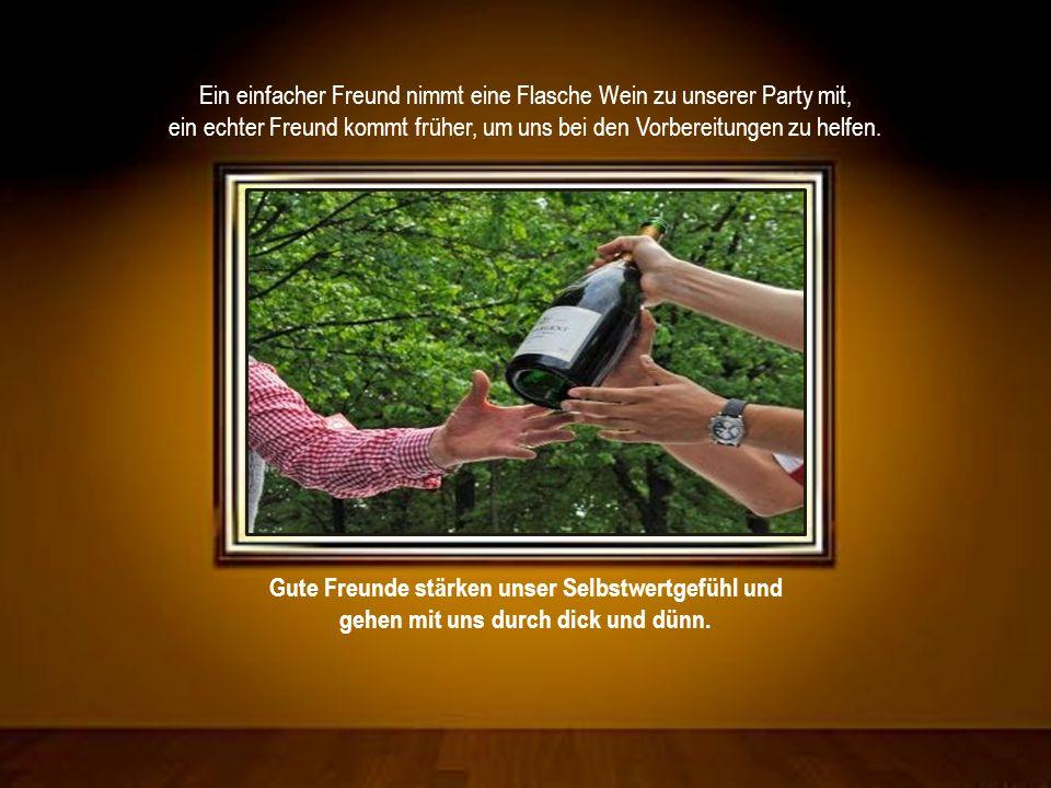 Ein einfacher Freund nimmt eine Flasche Wein zu unserer Party mit,