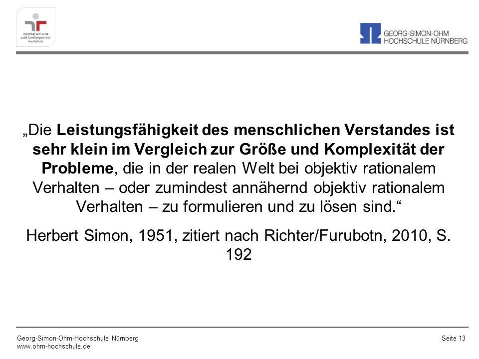 """""""Die Leistungsfähigkeit des menschlichen Verstandes ist sehr klein im Vergleich zur Größe und Komplexität der Probleme, die in der realen Welt bei objektiv rationalem Verhalten – oder zumindest annähernd objektiv rationalem Verhalten – zu formulieren und zu lösen sind. Herbert Simon, 1951, zitiert nach Richter/Furubotn, 2010, S. 192"""