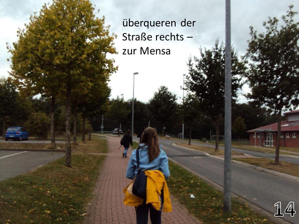 überqueren der Straße rechts – zur Mensa