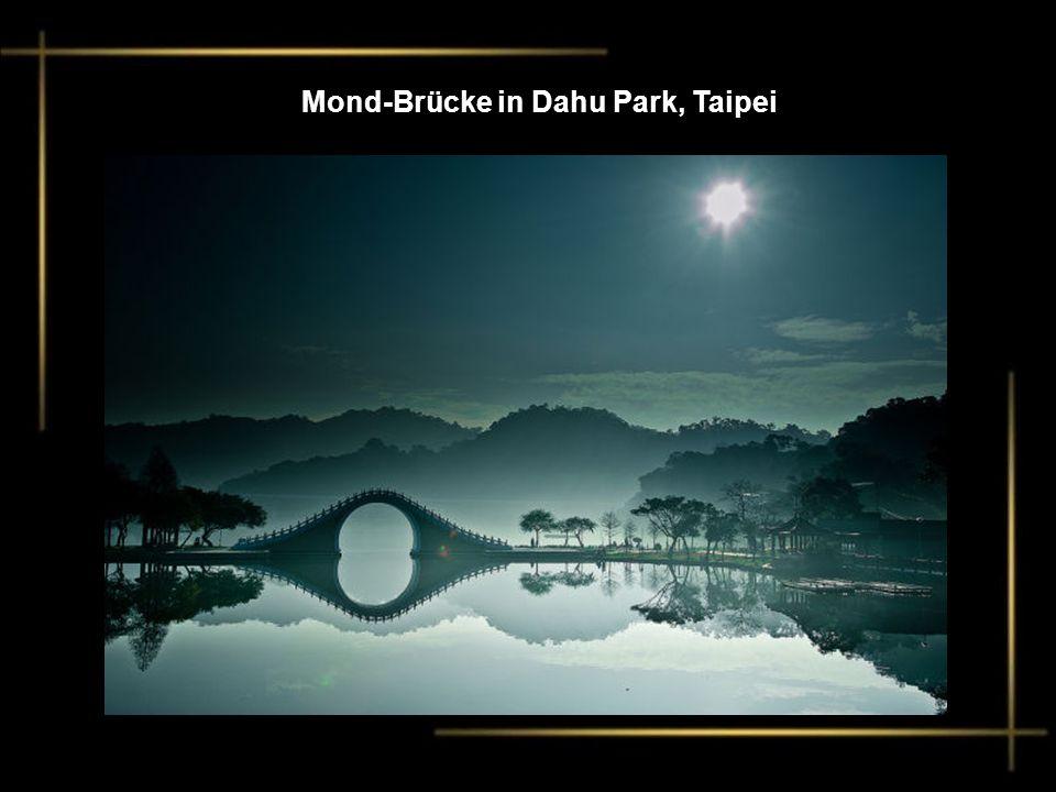 Mond-Brücke in Dahu Park, Taipei