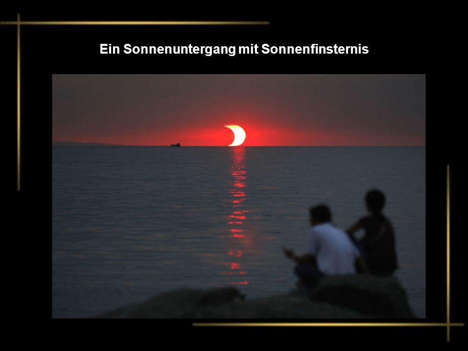 Ein Sonnenuntergang mit Sonnenfinsternis