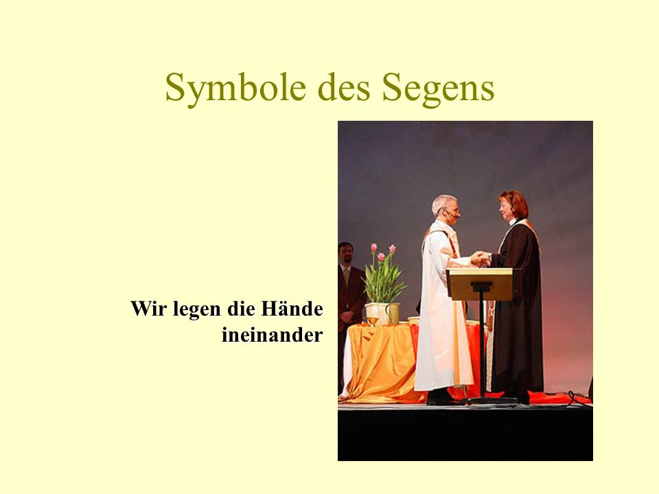 Symbole des Segens Wir legen die Hände ineinander