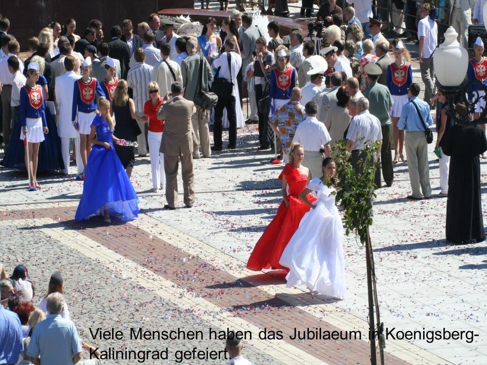 Viele Menschen haben das Jubilaeum in Koenigsberg-Kaliningrad gefeiert.