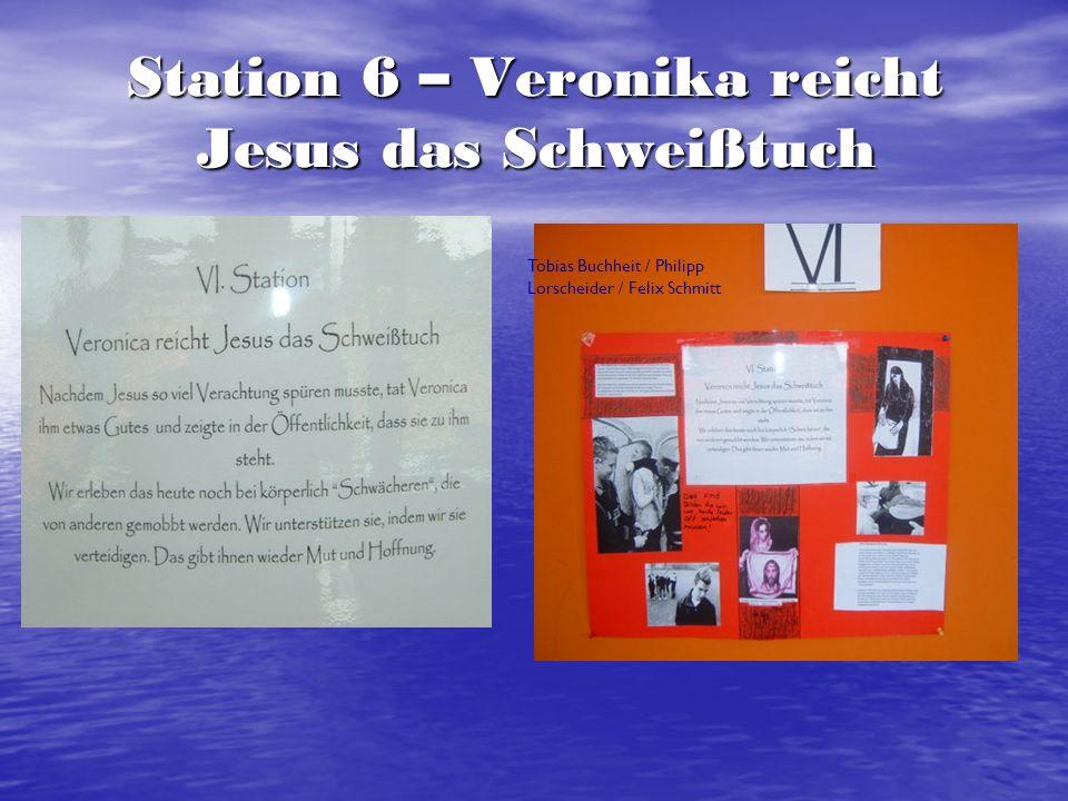 Station 6 – Veronika reicht Jesus das Schweißtuch