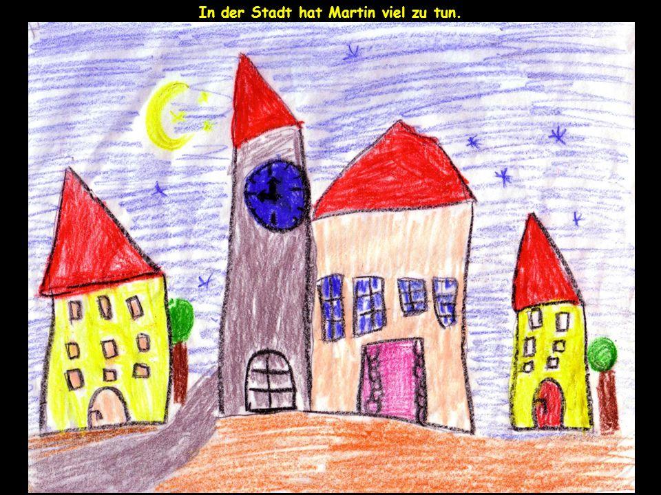In der Stadt hat Martin viel zu tun.