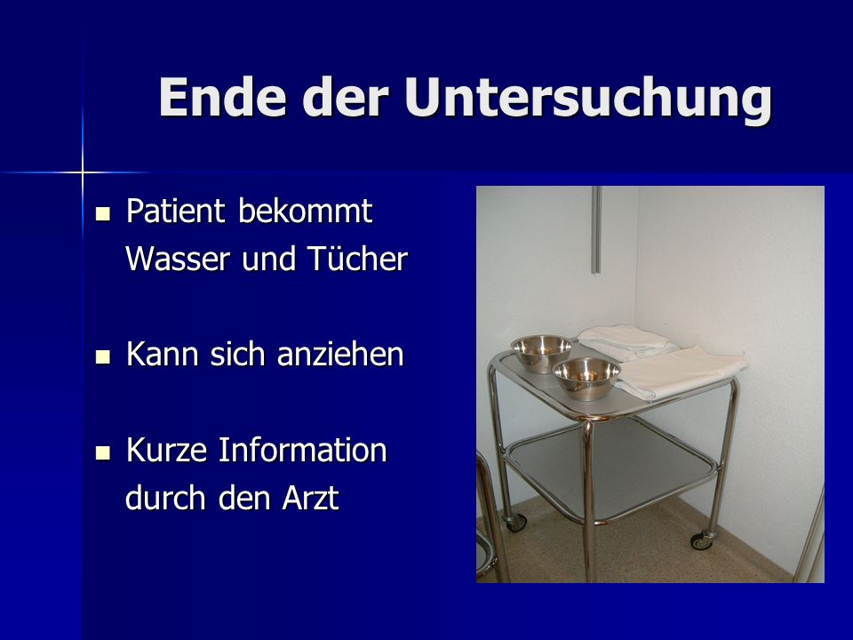 Ende der Untersuchung Patient bekommt Wasser und Tücher