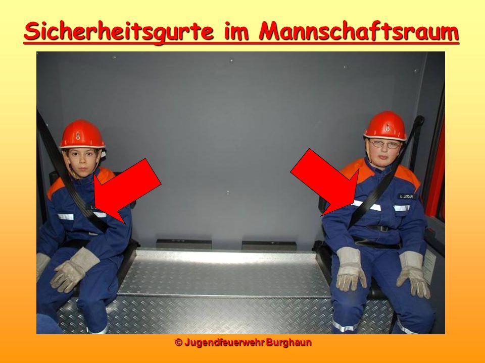 Sicherheitsgurte im Mannschaftsraum