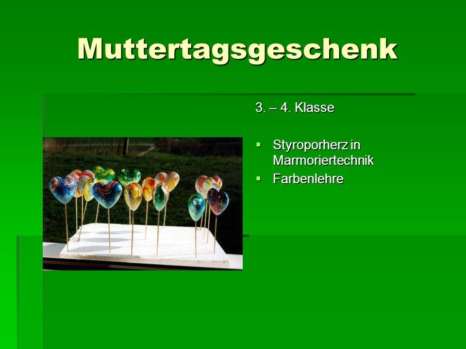 Muttertagsgeschenk 3. – 4. Klasse Styroporherz in Marmoriertechnik
