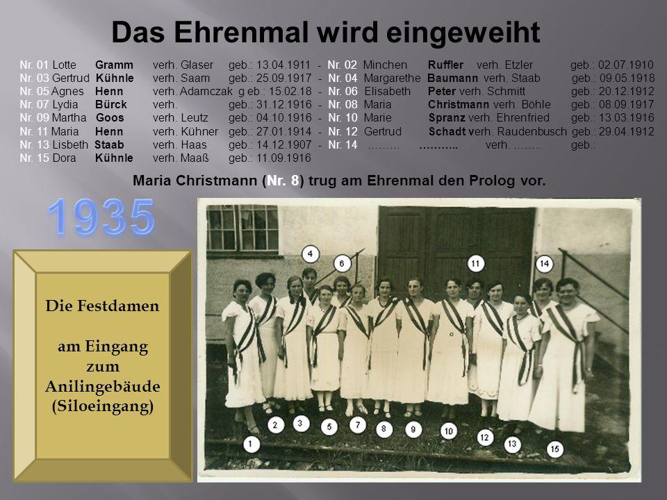 1935 Das Ehrenmal wird eingeweiht Die Festdamen am Eingang