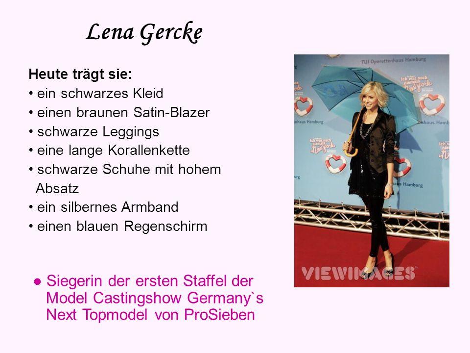 Lena Gercke Heute trägt sie: • ein schwarzes Kleid. • einen braunen Satin-Blazer. • schwarze Leggings.