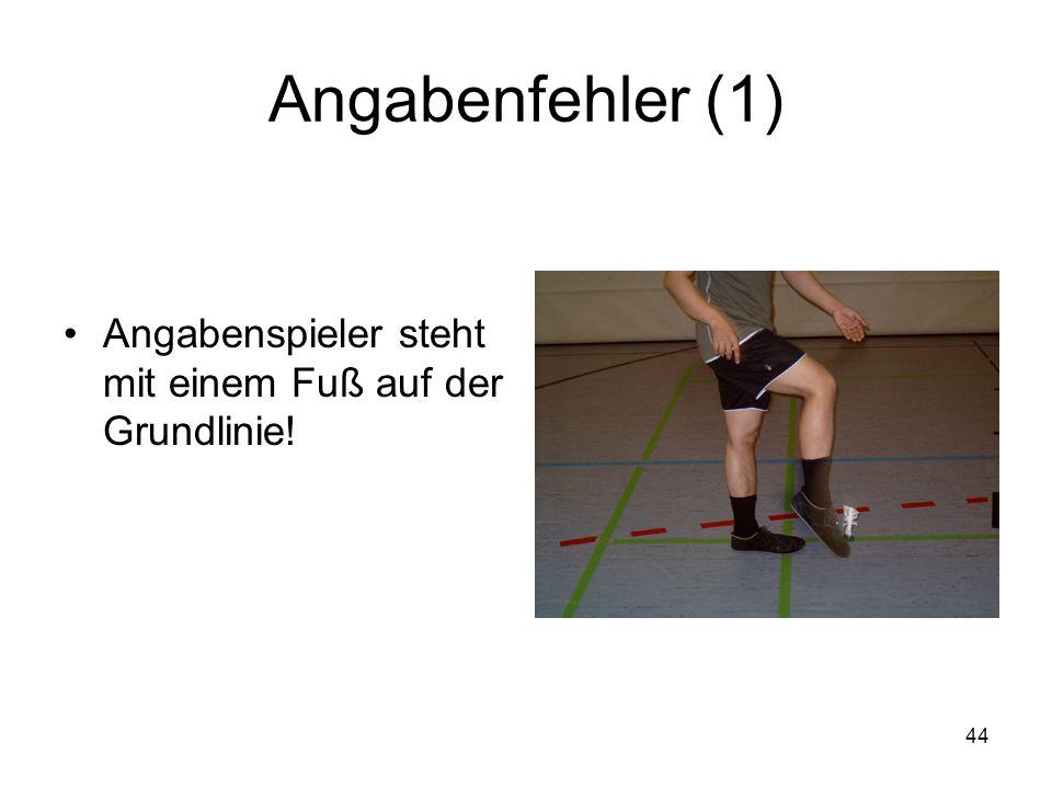 Angabenfehler (1) Angabenspieler steht mit einem Fuß auf der Grundlinie!