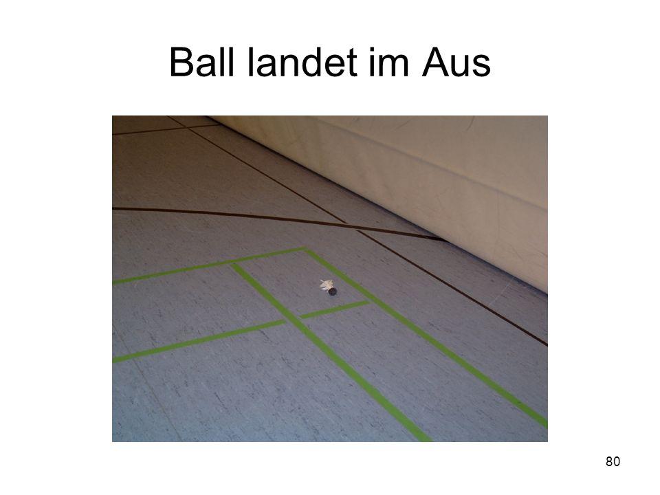 Ball landet im Aus