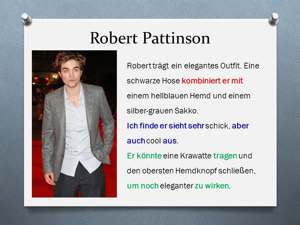 Robert Pattinson Robert trägt ein elegantes Outfit. Eine schwarze Hose kombiniert er mit einem hellblauen Hemd und einem silber-grauen Sakko.