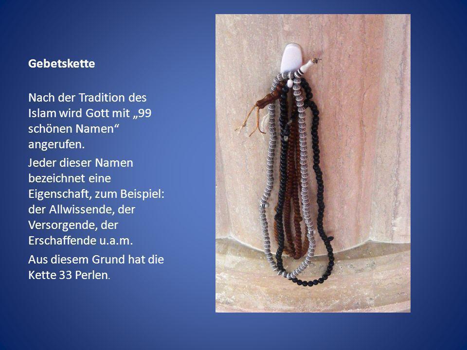 """Gebetskette Nach der Tradition des Islam wird Gott mit """"99 schönen Namen angerufen."""