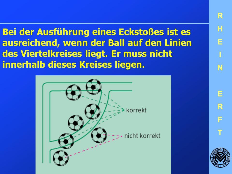 Bei der Ausführung eines Eckstoßes ist es ausreichend, wenn der Ball auf den Linien des Viertelkreises liegt.