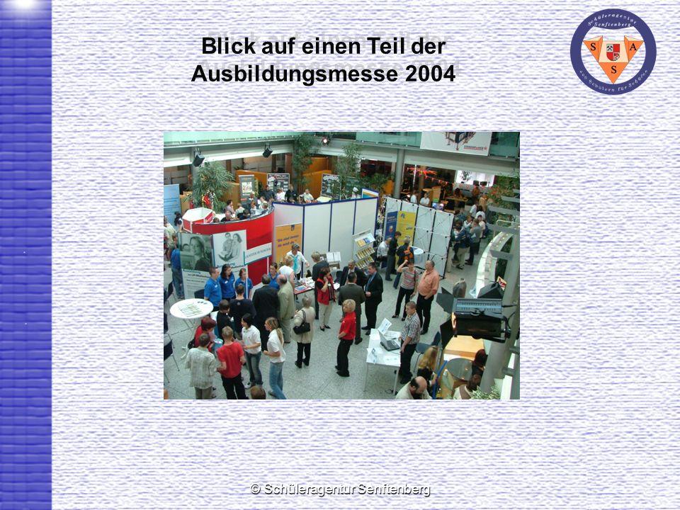 Blick auf einen Teil der Ausbildungsmesse 2004