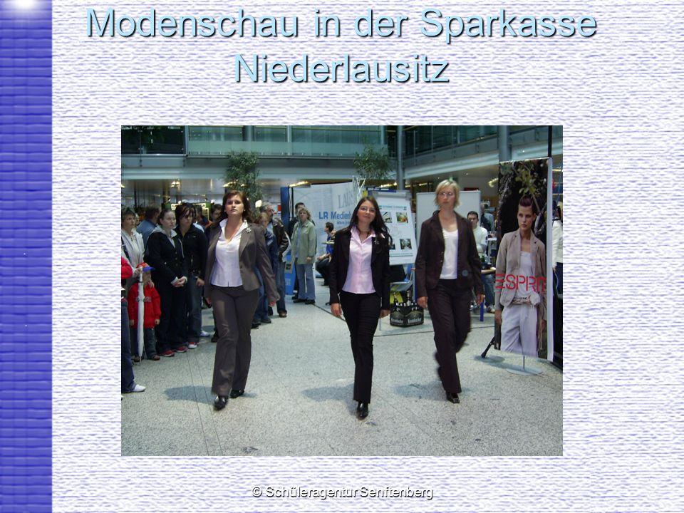 Modenschau in der Sparkasse Niederlausitz