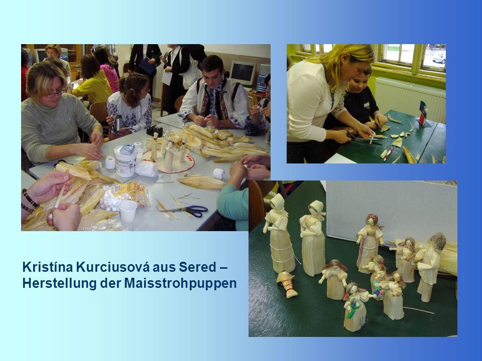 Kristína Kurciusová aus Sered – Herstellung der Maisstrohpuppen