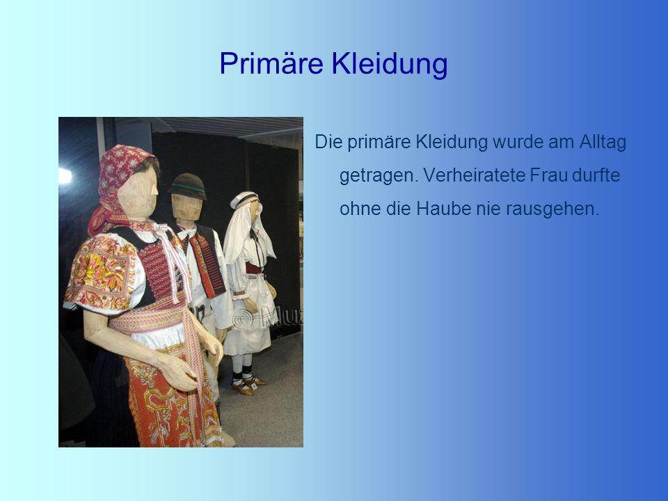 Primäre Kleidung Die primäre Kleidung wurde am Alltag getragen.